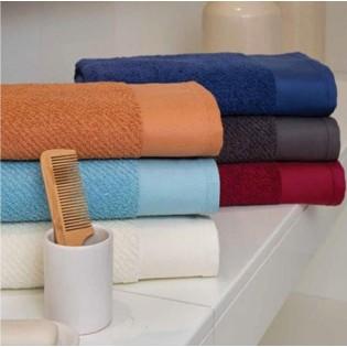 Toalla Arco Iris Pretige de algodón peinado que favorece la absorción y suavidad de 550 grs/m2 en 100% Algodón.