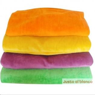 Juego Toalla y Toallon Liso Grande. Medidas: Toalla: 50 x 100 cm Toallon: 100 x 160 cm. 420 grs, 100% Algodon.